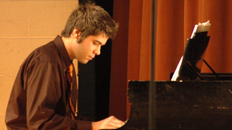 Senior+Salman+Izadjoo+plays+the+piano+for+the+Jazz+Ensemble.