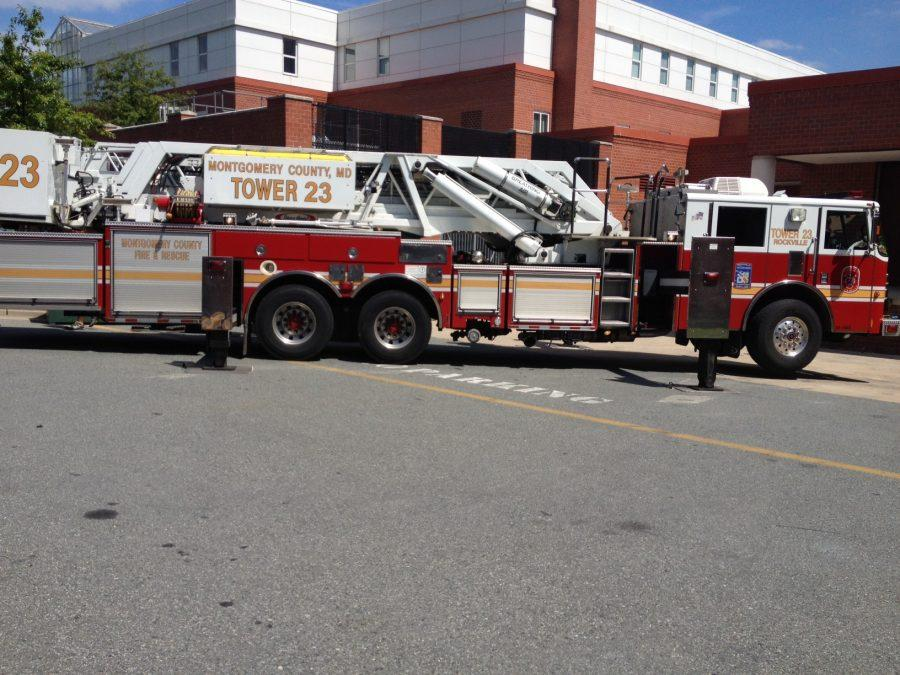 Firefighters+arrive+on+scene+at+RHS+Monday+afternoon+after+smoke+emitted+from+an+engineering+classroom.+--+Layla+Eshack