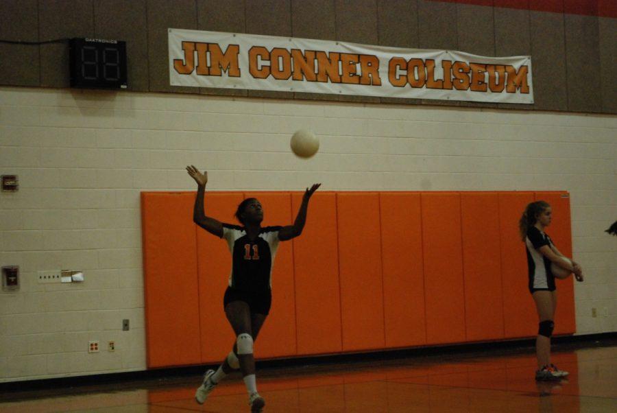 Senior+Kayla+Johnson+prepares+to+set+during+a+practice.+--Thomas+Sheil