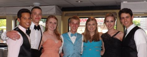 Annual Prom Sets Sail to Success