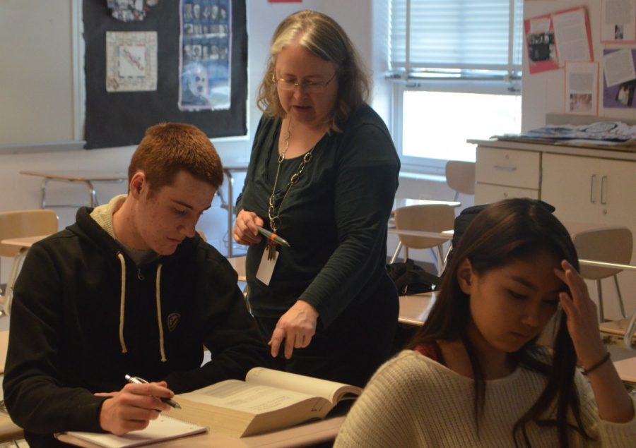 College+test+prep+teacher+Anne+Ehlers+assists+senior+Doug+Trach+with+SAT+practice+questions.+The+course+helps+prepare+students+for+all+sections+of+the+SAT%3A+critical+reading%2C+math+and+writing.+--Adam+Bensimhon