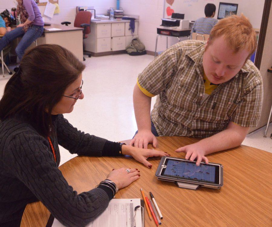Autism+teacher+Laura+Trumble+uses+an+app+on+the+iPad+when+working+with+a%0Astudent.+Trumble+and+her+students+use+apps+such+as+AutisMate+to+improve+skills.+--Adam+Bensimhon