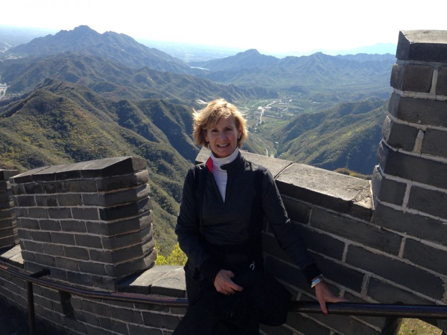 Principal+Billie-Jean+Bensen+stands+on+the+Great+Wall+of+China.+Bensen+took+a+week-long+trip+to+exchange+ideas+about+%0Aeducational+differences.+Courtesy+of+Billie-Jean+Bensen