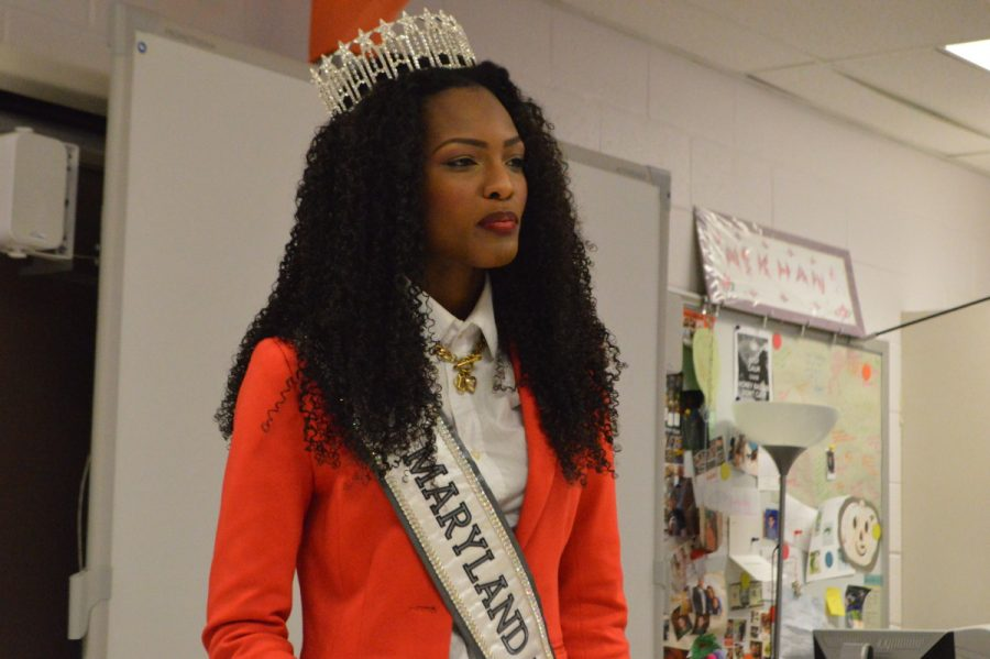 Miss+Maryland+USA+Mam%C3%A9+Adjei+came+to+RHS+Feb.+13+to+speak+to+Ambreen+Khan-Baker%27s+eighth+period+class+about+following+their+dreams+and+doing+what+makes+them+happy.