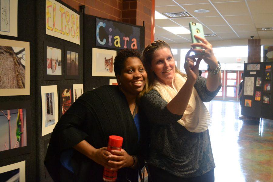 Administrator+Michelle+Sobers+and+art+teacher+Lisa+Ryan+take+a+selfie.
