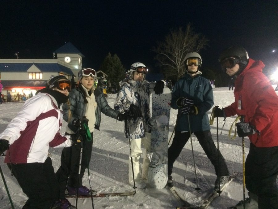 Sophomore+Ski+and+Snowboard+Club+members+%28from+left+to+right%29+Tia+Puskar%2C+Isabela+Torres%2C+Claire+Lyhus%2C+Chris+Ribaudo+and+William+Wheeler+gather+after+an+adventure-filled+trip+of+skiing+and+snowboarding%2C+at+the+bottom+of+the+mountain+at+Liberty+Mountain+Resort.+