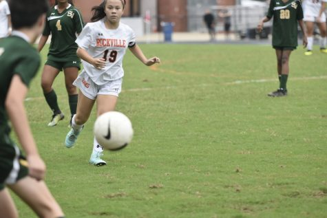 Girls Varsity Soccer Adds 8 Freshmen, One as Captain