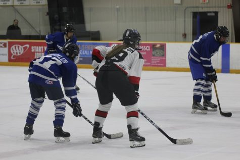 Sophomore Girl Skates Onto RAM Varsity Hockey