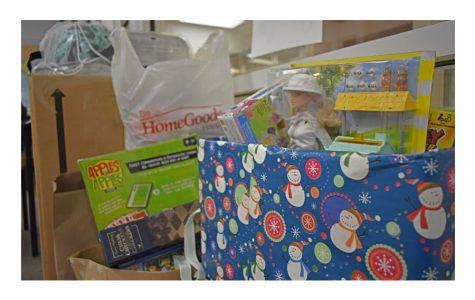 Students Volunteer for Holiday Season